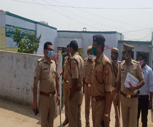 आगरा में मतदान केंद्र पर फायरिंग कर मतपेटिकाएं लूट ले गए दबंग