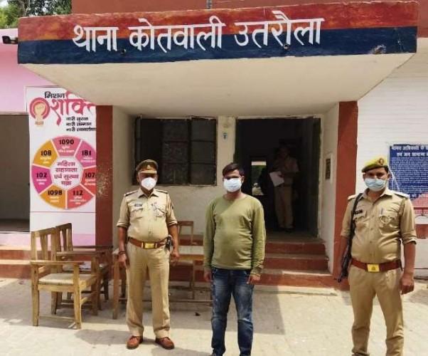 बलरामपुर में पूर्व विधायक का पुत्र वोट के लिए नोट बांटने के आरोप में गिरफ्तार, तीन भाई फरार
