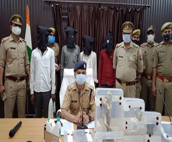 फतेहपुर में तीन माह पहले चोरी गईं राधाकृष्ण की मूर्तियां बरामद