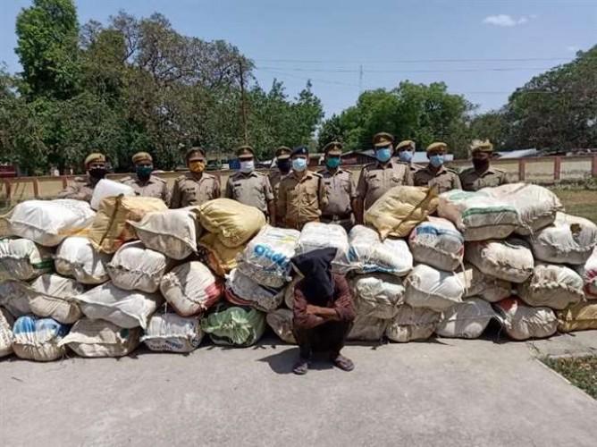 फतेहपुर में पुलिस ने पकड़े अंतरराज्यीय तस्कर