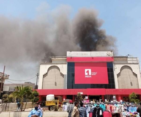 बलरामपुर में टीटू सिनेमाहाल में लगी आग, बुझाने में लगी तीन जिलों की दमकल