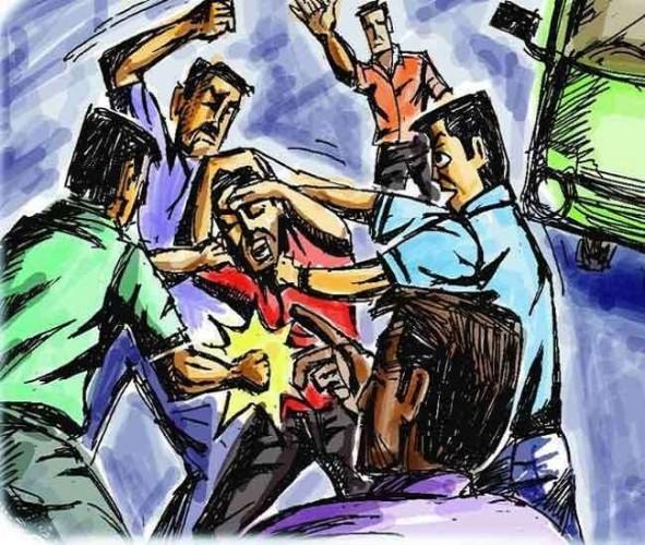बलिया के पंचायत मतदान के बाद बहाया खून, चटकीं लाठियां और जमकर चले ईंट-पत्थर से कई जख्मी