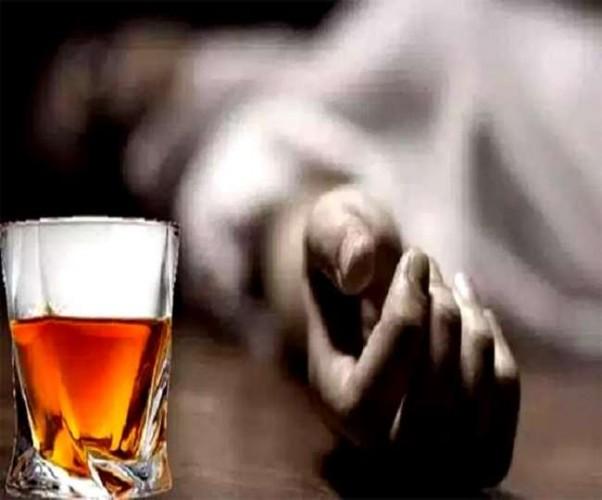 हाथरस में छह लोगों की मौत के बाद शराब की दो दुकानें सील