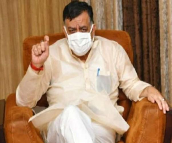 कोविड से बेहाल कानपुर के लिए मंत्री सतीश महाना की ऑक्सीजन व बेड बढ़ाने की मांग; प्रोटोकॉल तोड़ पहुंचे कंट्रोल रूम