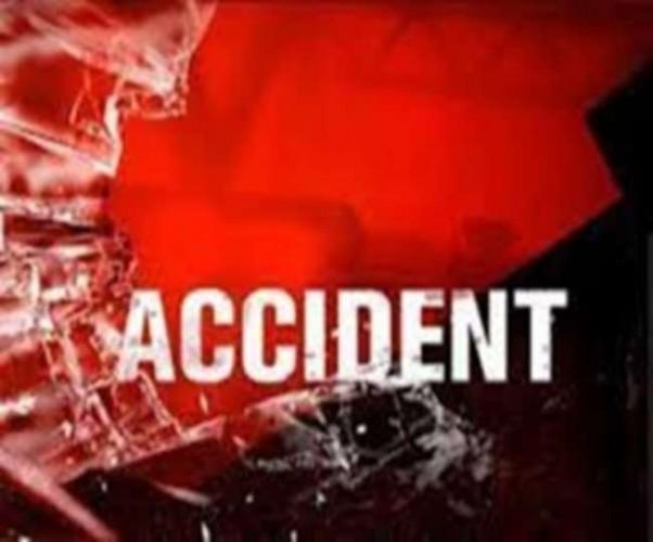 प्रतापगढ़ में सड़क किनारे गड्ढे में टेपों पलटा, सात घायल