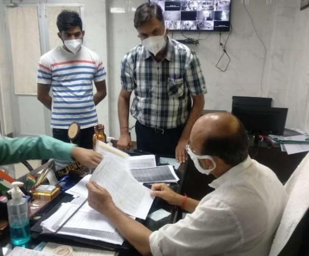 सीएम की सख्ती के बाद सामने आए स्वास्थ्य मंत्री, लोकबंधु अस्पताल में फोन पर मरीजों से की बात