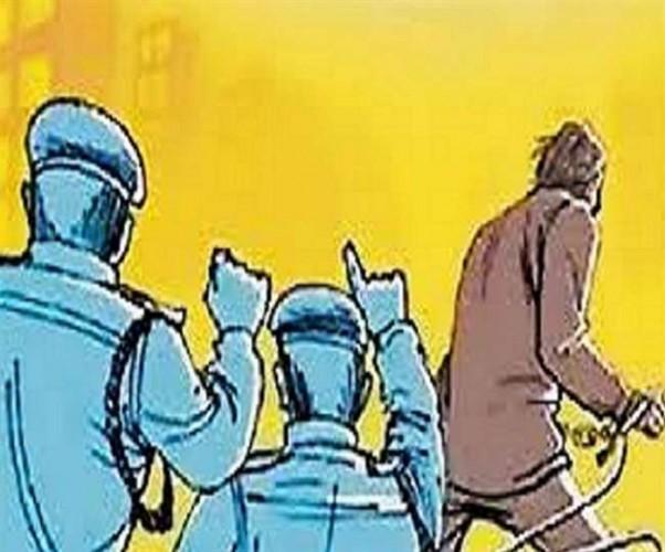 अलीगढ़ मे खाली सिलिडर फेंक गए, भरा ले भागे युवक