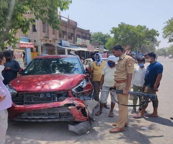 कानपुर देहात में मवेशी को लेकर भाग रहे तस्करों ने वाहनों को मारी टक्कर, फायरिंग कर पुलिस ने दबोचा