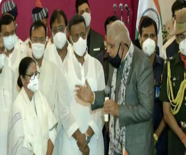 मुख्यमंत्री पद की शपथ लेते ही ममता का कड़ा संदेश, हिंसा फैलाने वालों पर होगी कड़ी कार्रवाई