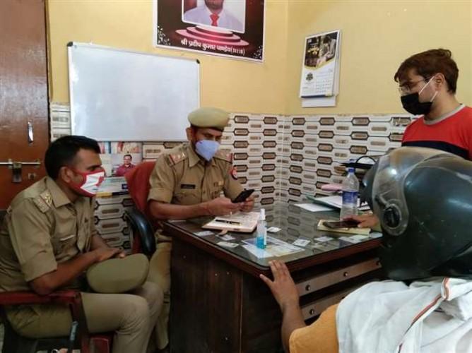 एलआईसी प्रीमियम सेंटर में 4.12 लाख रुपये की लूट, प्रतापगढ़ पुलिस ने कैशियर को लिया हिरासत में