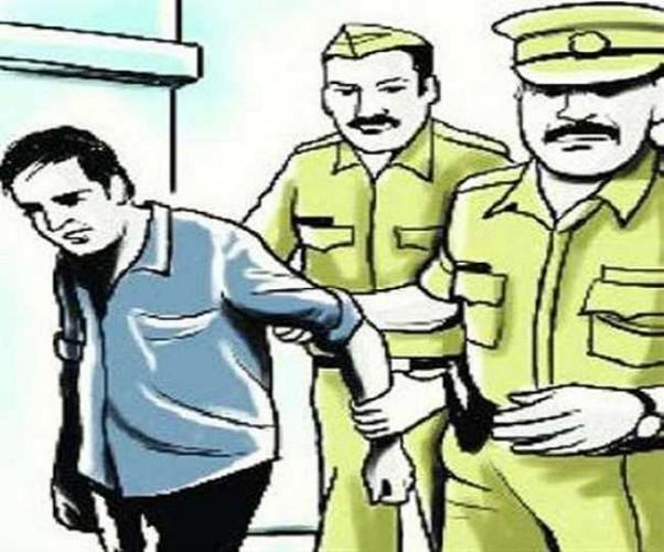 अलीगढ़ में चोरी की बाइक व तमंचा के साथ पकड़ा 10 हजार का इनामी