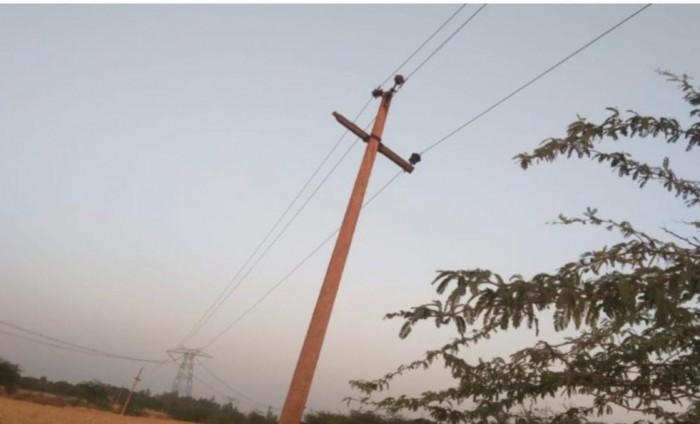 बिजली विभाग की लापरवाही आई सामने,लगातार शिकायत के बाद भी अधिकारी नहीं लेते संज्ञान