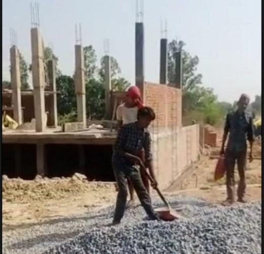 बंजर भूमि पर ग्रामीणों द्वारा हो रहा अवैध निर्माण