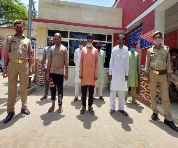 शामली में चुनावी रंजिश में दो पक्षों के बीच जमकर संघर्ष, पुलिस पर पथराव, सात गिरफ्तार