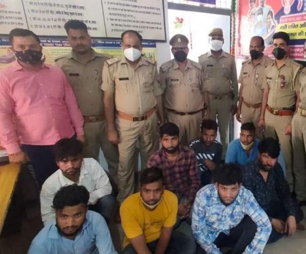 फर्रुखाबाद में कच्छा-बनियान गैंग के आठ बदमाशों को पुलिस ने दबोचा