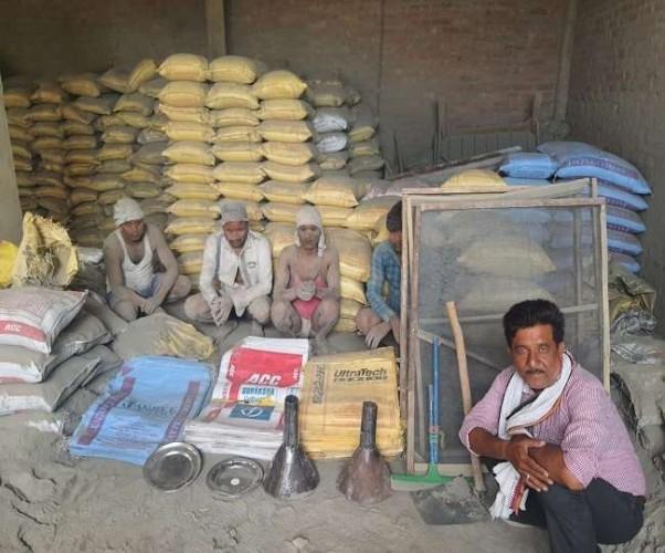 कानपुर में नकली सीमेंट फैक्ट्री का भंडाफोड़, मौके पर मौजूद पांच गिरफ्तार, संचालक फरार