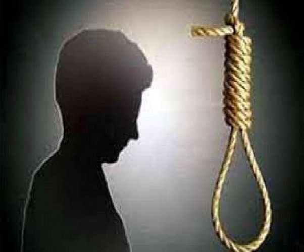 सोनभद्र में पेड़ से लटकता मिला आरपीएफ जवान का शव, हत्या की आशंका