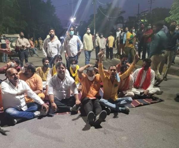 लखनऊ में मूर्ति हटाने के विवाद में हंगामा, भाजपा पार्षद समेत कई पर मुकदमा
