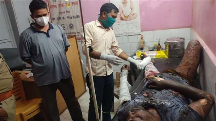 भदोही के गहरपुर में पटाखा बनाते समय हुआ विस्फोट, हादसे में भवन मालिक झुलसा