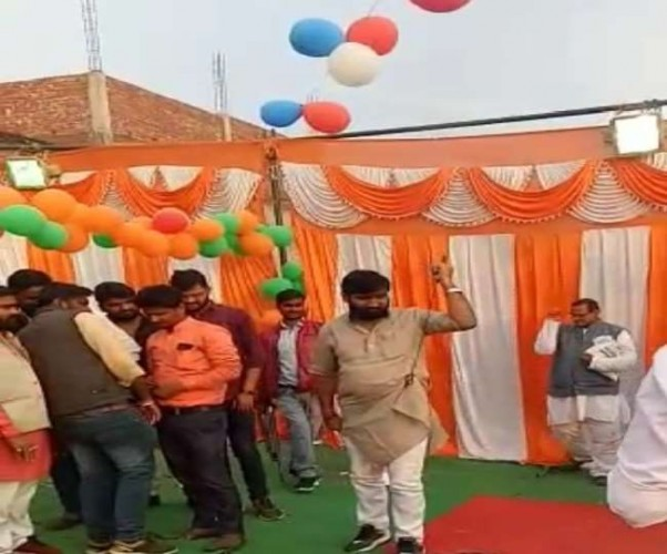 प्रतापगढ़ में  दुल्हन के बाद अब अपना दल नेता की हर्ष फायरिंग का वीडियो वायरल