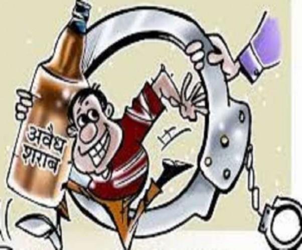 प्रतापगढ़ में शराब माफिया ने कोर्ट में किया आत्मसमर्पण