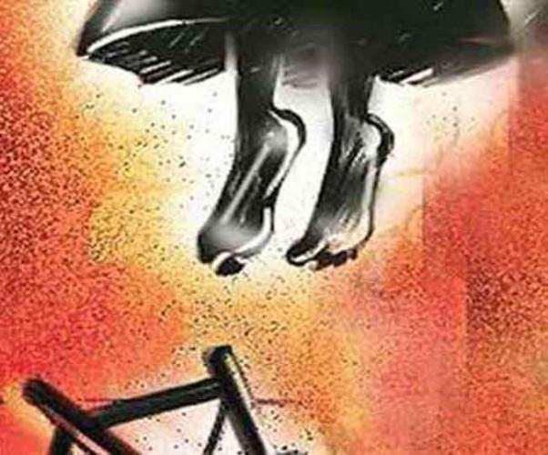 मेरठ में छेड़छाड़ से तंग आकर किशोरी ने आत्महत्या की, स्वजन ने किया हंगामा
