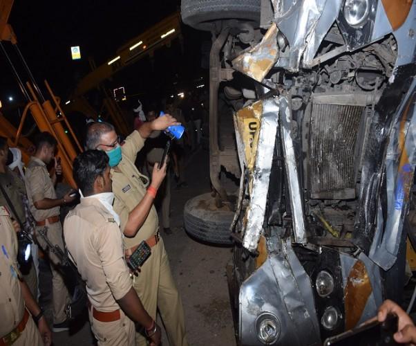 कानपुर-इटावा हाईवे पर हुए हादसे में एक और मौत, अब तक 18 ने गंवाई जान