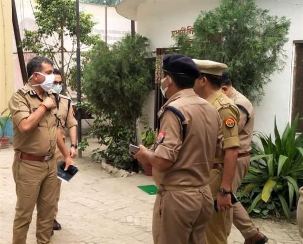 वाराणसी में पीएनबी मैनेजर की हत्या और लूट की जांच में पुलिस दे रही दबिश