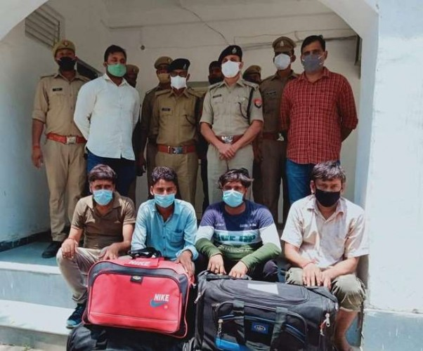 फर्रुखाबाद व इटावा में पुलिस ने पकड़ा 610 किलो गांजा, 10 तस्करों गिरफ्तार