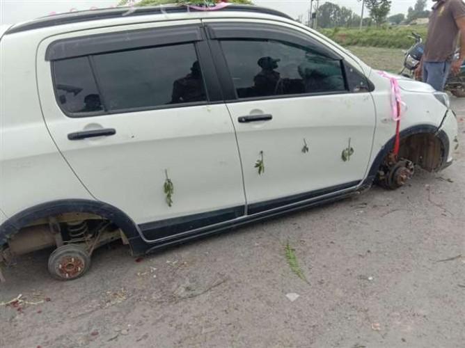 चंदौली में बरात में हुआ बवाल, दूल्हे की गाड़ी का टायर खोल ले गई पुलिस