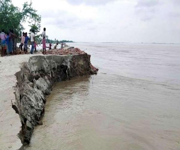 उत्तर प्रदेश में बारिश से नदियों में बढ़ा जलस्तर