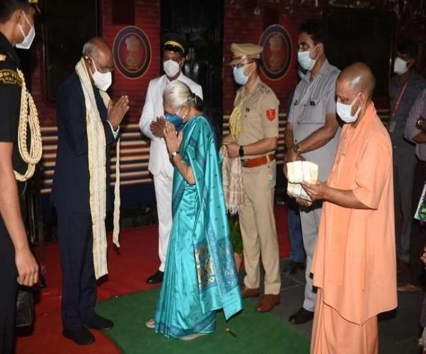 कानपुर में राज्यपाल-सीएम ने किया राष्ट्रपति का स्वागत, सर्किट हाउस में रात्रि प्रवास