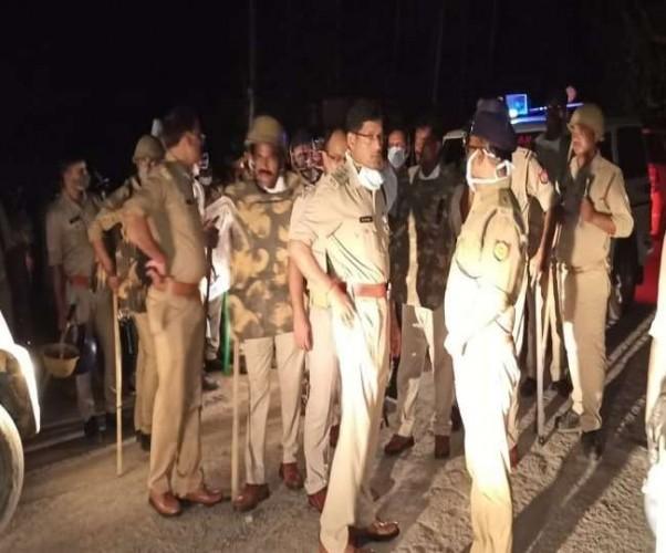 अंबेडकरनगर में युवकों के बीच मारपीट के बाद दो गांवों में साम्प्रदायिक बवाल, छह से अधिक घायल