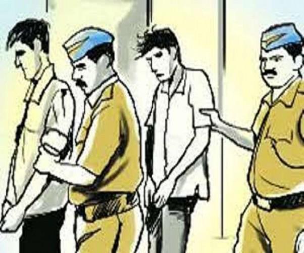 लखनऊ में कबाड़ी समेत चार गिरफ्तार