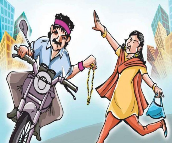 रिक्शे से घर जा रही सर्जन से माेबाइल व पर्स लूटकर भागे बाइकर्स