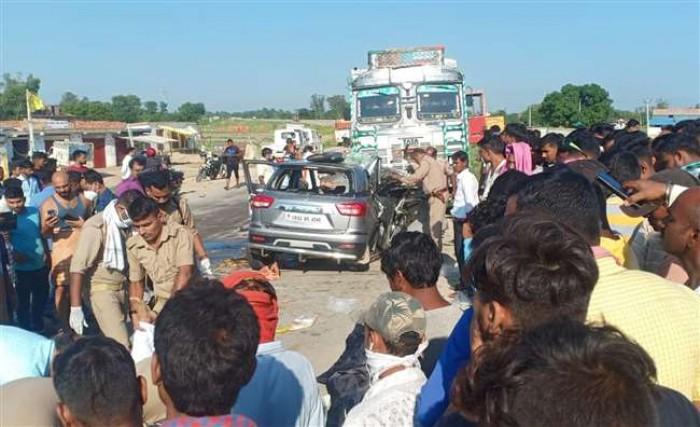 जौनपुर जाते समय हादसे में पांच लोगों की मौत