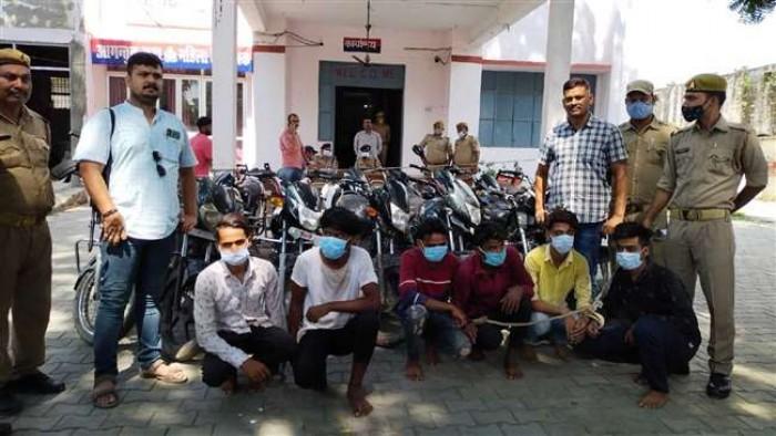 आजमगढ़ में पुलिस मुठभेड़ में अंतरजनपदीय छह चोर गिरफ्तार ,15 मोटरसाइकिल बरामद