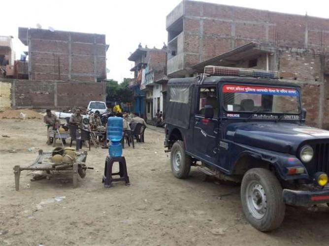बलिया में सांप्रदायिक तनाव के बीच पुलिस और पीएसी तैनात