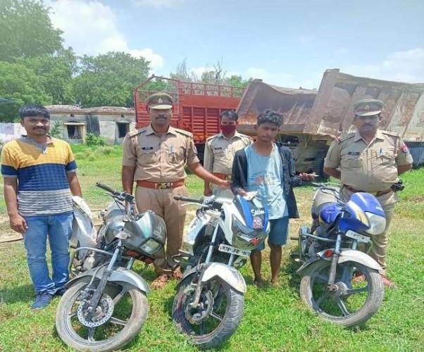 घाटमपुर में गर्लफ्रेंड से मिलने आया था शातिर चोर,गिरफ्तार