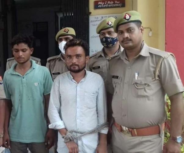 फर्रुखाबाद में बाग में असलहे बना रहे दो युवक गिरफ्तार