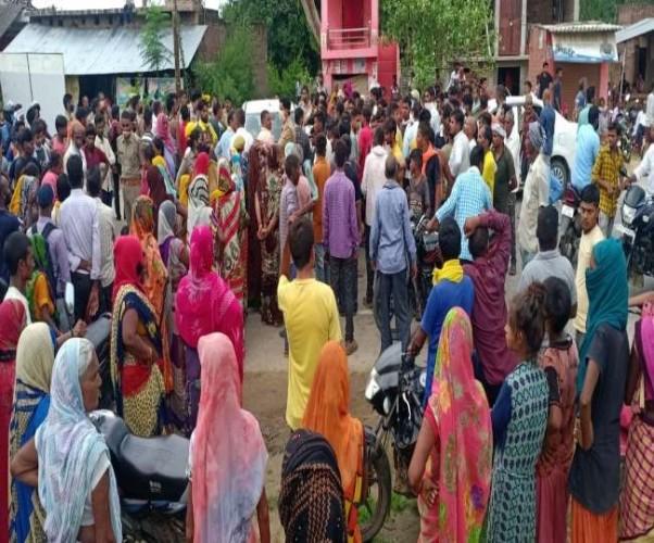रायबरेली में घायल युवक की मौत पर ग्रामीणों का हंगामा