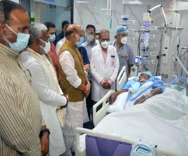 PGI पहुंचे रक्षा मंत्री राजनाथ सिंह पूर्व CM कल्याण सिंह की स्वास्थ्य की जानकारी ली