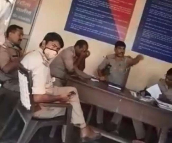 लखनऊ में इटौंजा थाना प्रभारी ने बुजुर्ग से की अभद्रता,वायरल हुआ वीडियो