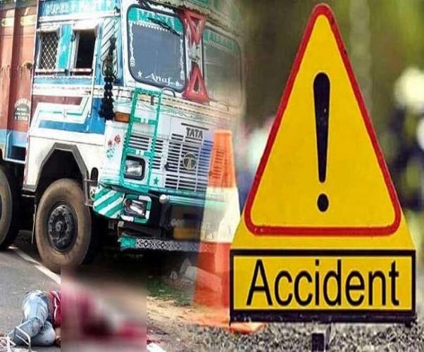 खड़ी ट्रक से टकराई स्कार्पियो, दो की मौत