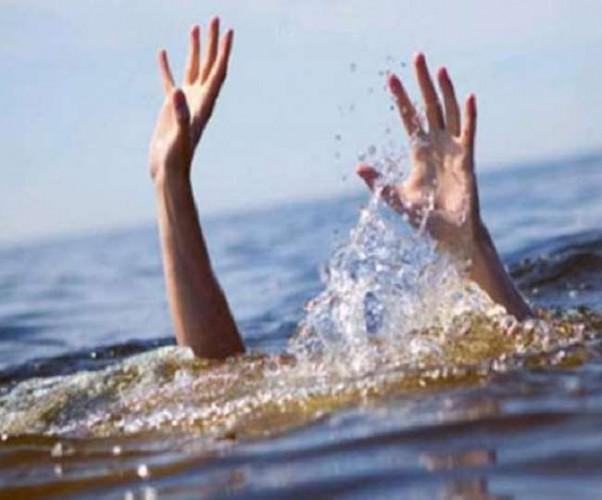 मऊ में सरयू नदी की तेज धारा में तीन लोग बहे