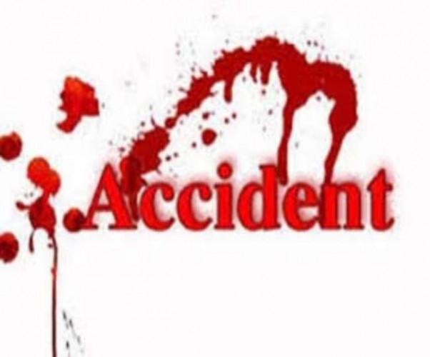 फ्लाईओवर पर ट्रक में जा घुसी रोडवेज बस, 12 यात्री घायल