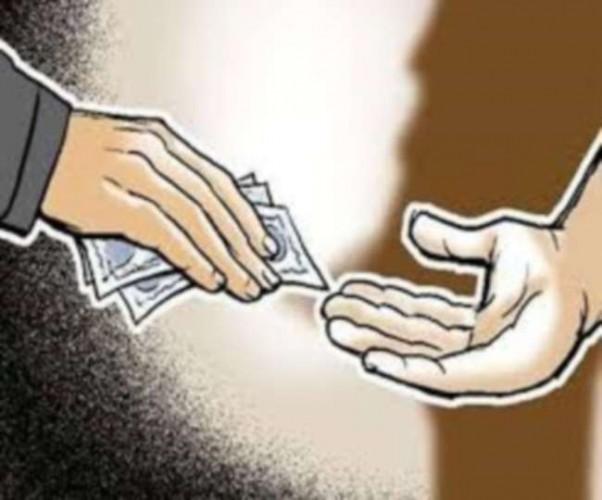 कन्नौज में तहसीलदार पर एक लाख लेने का आरोप