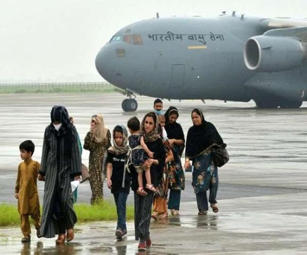 अफगानिस्तान से भारत पहुंचे 146 यात्रियों में 2 कोरोना संक्रमित