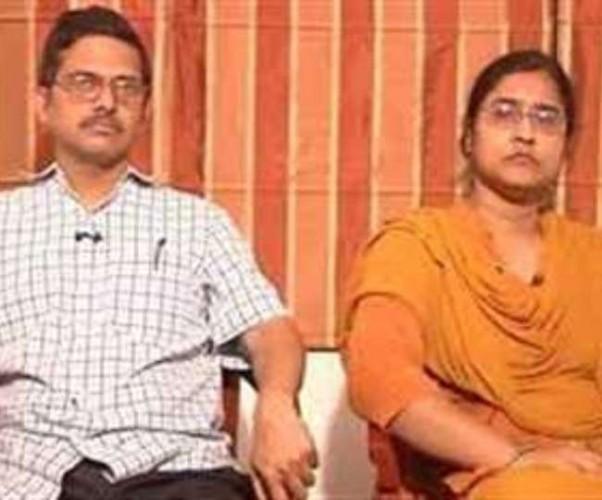 पूर्व IPS अमिताभ ठाकुर और उनकी पत्नी पर लखनऊ में मुकदमा