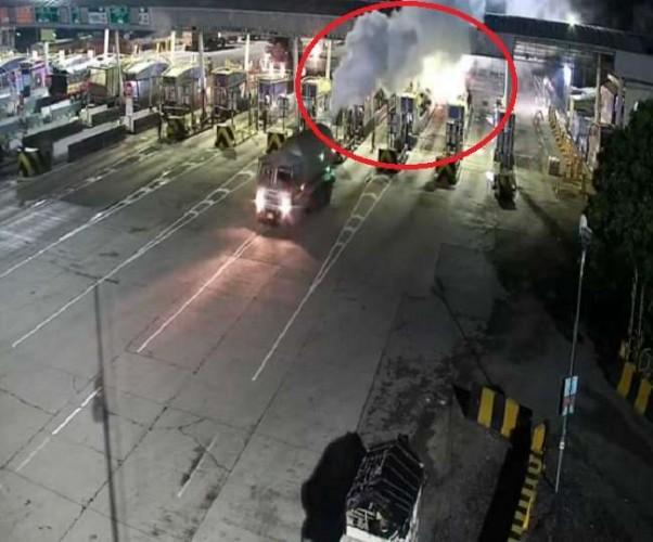 इटावा-कानपुर हाईवे पर टैंकर से अचानक लीक हाेने लगी LPG